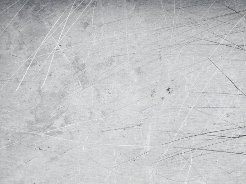 ¿Cómo arreglar los arañazos en una puerta de aluminio?